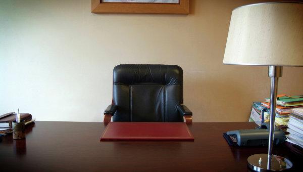 Чиновник 6 месяцев прогуливал работу, обманывая коллег умными розетками и лампочкой