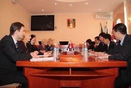 Вопросы развития взаимоотношений в сфере культуры, образования, туризма и спорта обсудили в хабаровской мэрии представители муниципалитета и делегации уезда Фуюань КНР