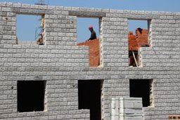Первые дома для хабаровчан, лишившихся жилья во время наводнения 2013 года, намечено сдать в июне нынешнего года