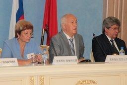 В Городском дворце культуры состоялась встреча мэра Хабаровска Александра Соколова с делегацией Союза деловых женщин Китая