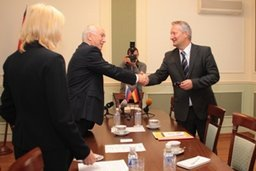 Мэр Хабаровска Александр Соколов провел рабочую встречу с генеральным консулом ФРГ в Новосибирске Виктором Рихтером