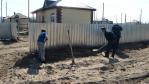 В Комсомольске-на-Амуре сотрудники пожарных подразделений вышли на субботник по благоустройству коттеджного поселка, построенного для подтопленцев