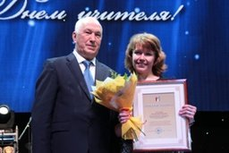 День учителя отметили в Хабаровске. В Платинум Арене состоялся прием мэром города Александра Соколова педагогов, на котором присутствовали около 6 тысяч человек
