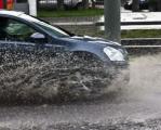 Вождение автомобиля в дождь требует особого внимания