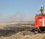 Сухая трава горит на территории Хабаровского края