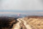 Пожарные продолжают бороться с палами сухой травы