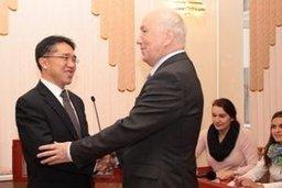 В администрации краевого центра состоялась встреча мэра Хабаровска Александра Соколова с генеральным консулом КНР в Хабаровске Су Фанцю