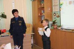 Урок безопасности для первоклашек провели сотрудники Главного управления МЧС России по Хабаровскому краю