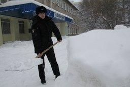 В период снегопада хабаровские полицейские окажут помощь водителям застрявших машин