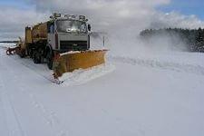Сегодня ночью 14 единиц специализированной техники будут расчищать трамвайные пути от снега