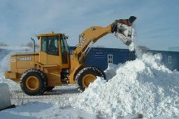Более пяти тысяч кубометров снега было вывезено за сутки с дорог Хабаровска