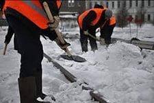 В Хабаровске продолжается расчистка улиц и жилмассивов от снега и наледи