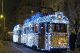 В Хабаровске проходит конкурс на лучшее новогоднее оформление под-вижного состава среди муниципальных предприятий пассажирского транспорта