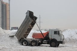 Коммунальные предприятия и привлеченные силы продолжают уборку снега с улиц Хабаровска