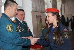 В Хабаровске накануне Дня Спасателя кадеты МЧС приняли присягу