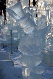 В Хабаровске наградили победителей и участников двенадцатого городского конкурса ледовых скульптур «Амурский хрусталь-2014», традиционно проходившего в парке «Динамо»