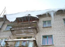 Внимание! Возможен сход снега с крыш зданий
