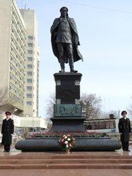 В Хабаровске прошла традиционная церемония возложения цветов к памятнику Якову Дьяченко