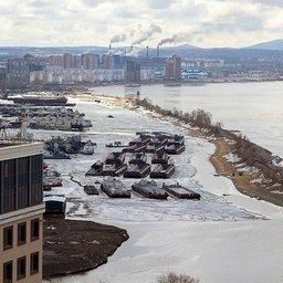 Если Амур и Амурская протока уже освободились ото льда, то затон РЭБ флота,...