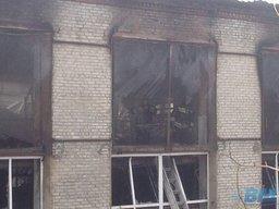 В районе трамвайного депо сгорел склад парфюмерии и бытовой химии