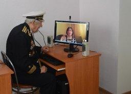 В Хабаровске ко Дню Победы ветеранам подарили компьютерный класс