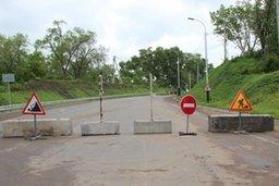 В Хабаровске реализуется комплекс мер по обеспечению безопасности граждан и автомобилистов от оползней на склоне улицы Правобережной