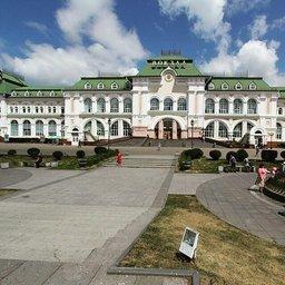 Нынешнее здание железнодорожного вокзала Хабаровска является четвертым по хронологии и третьим каменным