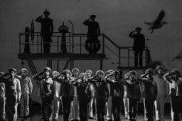 """Спектакль """"Крейсера"""" приморского драмтеатра с успехом прошел на столичной сцене"""