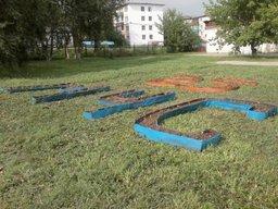 В честь 25-летия МЧС России огнеборцы 3-ПЧ по-особому украсили газон части