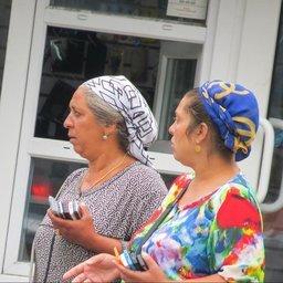 В Хабаровске появились циганки торгующие сотовыми телефонами