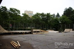 На стадионе Ленина в Хабаровске идет строительство площадки для уличного спорта