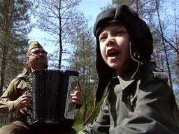 Хабаровчане дружно споют хит военных лет «Три танкиста»