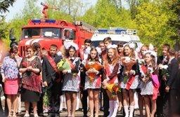 В День знаний спасатели провели открытый урок в подшефной школе