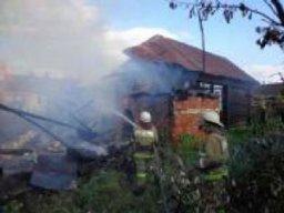 Пожарно-спасательные формирования ликвидировали загорание дачных домиков в Комсомольском районе