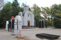 К декабрю у Центрального кладбища Хабаровска появятся новые ворота и красивая железная ограда