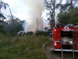 Пожарно-спасательные формирования потушили пожар в нежилом деревянном доме в Хабаровске