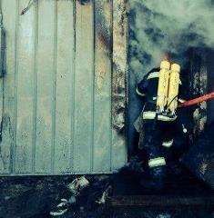 Комсомольские огнеборцы ликвидировали загорание в металлическом вагончике