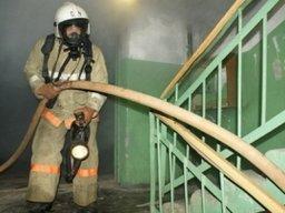 Пожарные ликвидировали загорание на лестничной площадке в многоквартирном жилом доме в Комсомольске-на-Амуре
