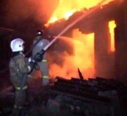Пожарные ликвидировали пожар в нежилом деревянном доме в Хабаровске