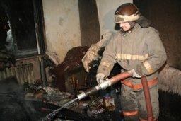 Пожарные потушили загорание на кухне в одной из квартир в жилом доме в поселке Тополево