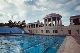 Хабаровские телеканалы запустили антирекламу о закрытии единственного в городе открытого плавательного бассейна СКА ДВО