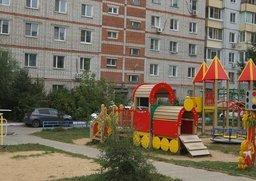 Жильцы домов на улице Руднева в Хабаровске на свои средства сделали двор образцово-показательным