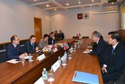 В рамках визита в Хабаровский край делегации из КНДР состоялось подписание итогового протокола по результатам второго заседания двусторонней рабочей группы по торгово-экономическому сотрудничеству между Комитетом по содействию международной торговле КНДР и Правительством Хабаровского края