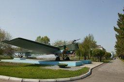 Самолёт-памятник Р-6 на территории КнААЗ