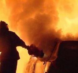 В Хабаровске ночью пожарные расчеты привлекались к тушению автомобиля