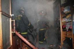 Пожарные ликвидировали пожар в квартире в многоквартирном доме по улице Дикопольцева в Комсомольске