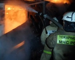 В Хабаровске пожарные ликвидировали загорание домашних вещей в одном из боксов гаражного кооператива