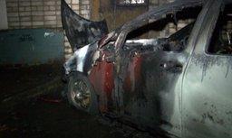 »номарку жительницы 'абаровска облили горючим и подожгли'оз¤йка автомобил¤ догадываетс¤, кто мог поджечь ее машину, и намерена писать за¤вление в правоохранительные органы