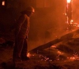 Комсомольские огнеборцы тушили дачный дом и летнюю кухню