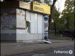 На остановке Знаменщикова в начале шестого утра взломали павильон «Евросеть»